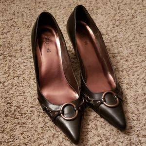 Brown pointed toe pumps with metal detail,  7.5